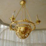 Lampadaire doré à la feuille d'or