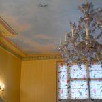 Murs en patine cordée et plafond décor faux ciel