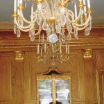 Salle à manger en faux bois chêne moyen, rehaussage et filage du chapiteau à la feuille d'or, décor ciel plafond