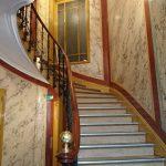 Cage d'escalier en faux marbre